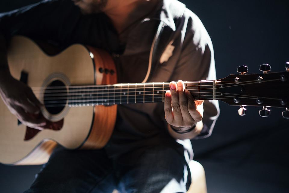 stroik do gitary